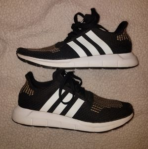 2018 Womens size 8 Adidas Running Sneakers